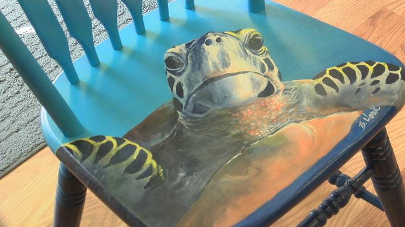 Tybee Island artists are painting old chairs to be auctioned off for a local food pantry.