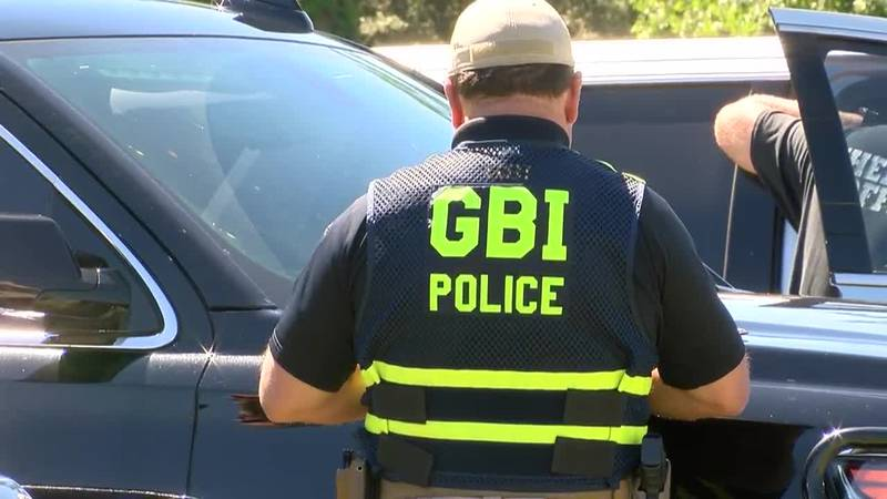 Law enforcement searching for SUV after homicide in Glennville