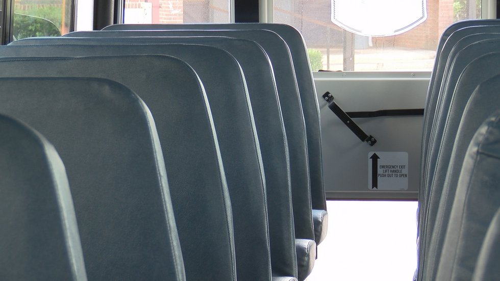 School bus seats without belts