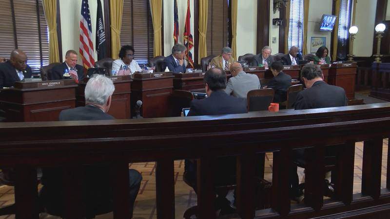 Savannah City Council members discussing the proposed 2020 budget.