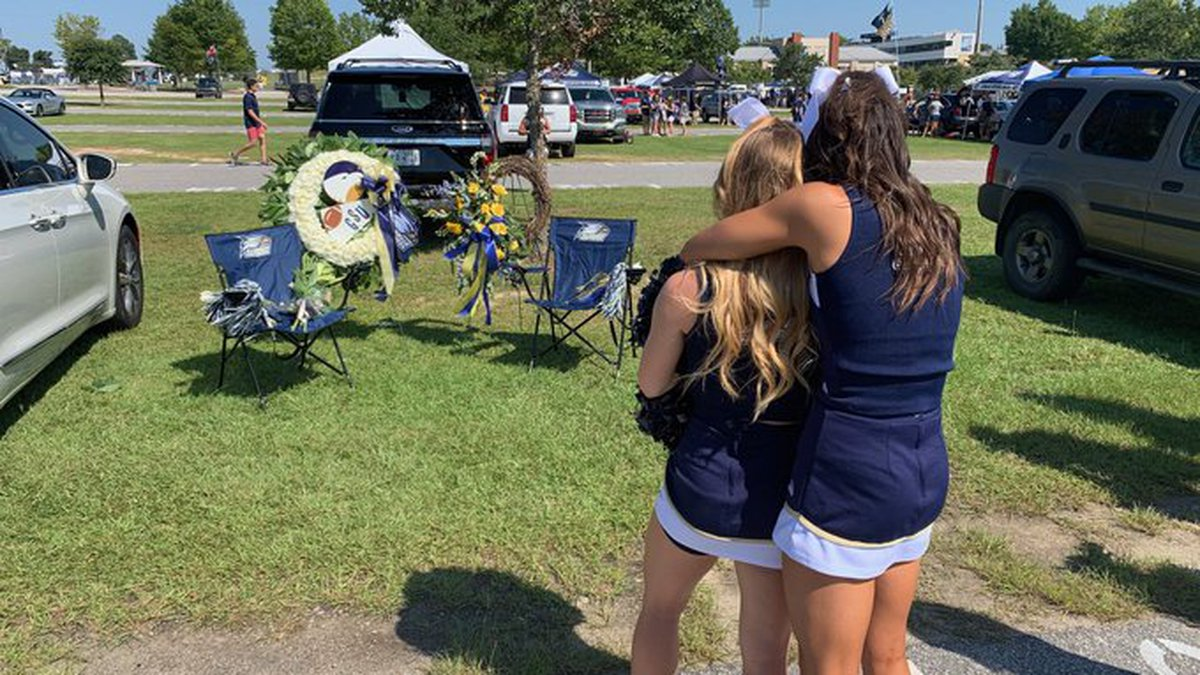 Georgia Southern Cheerleaders mourn the loss of a teammate's parents