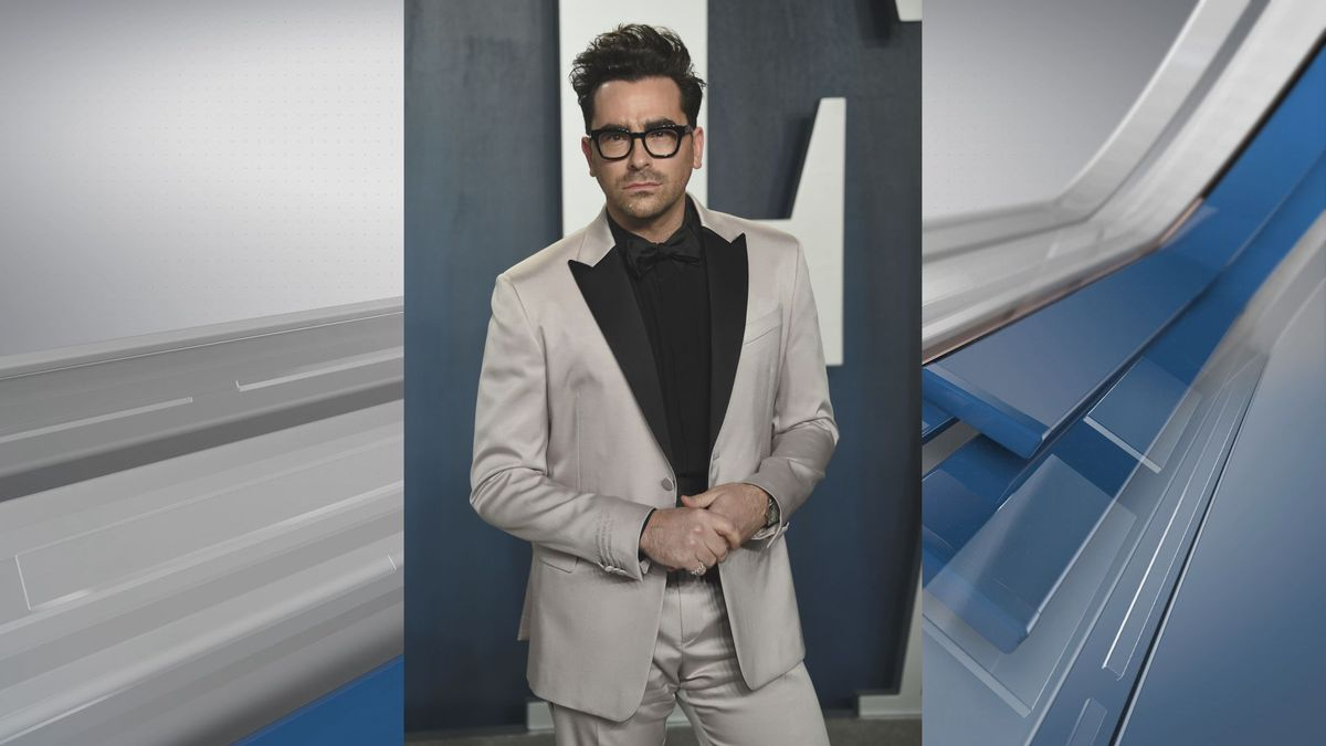 Dan Levy arrives at the Vanity Fair Oscar Party on Sunday, Feb. 9, 2020, in Beverly Hills,...