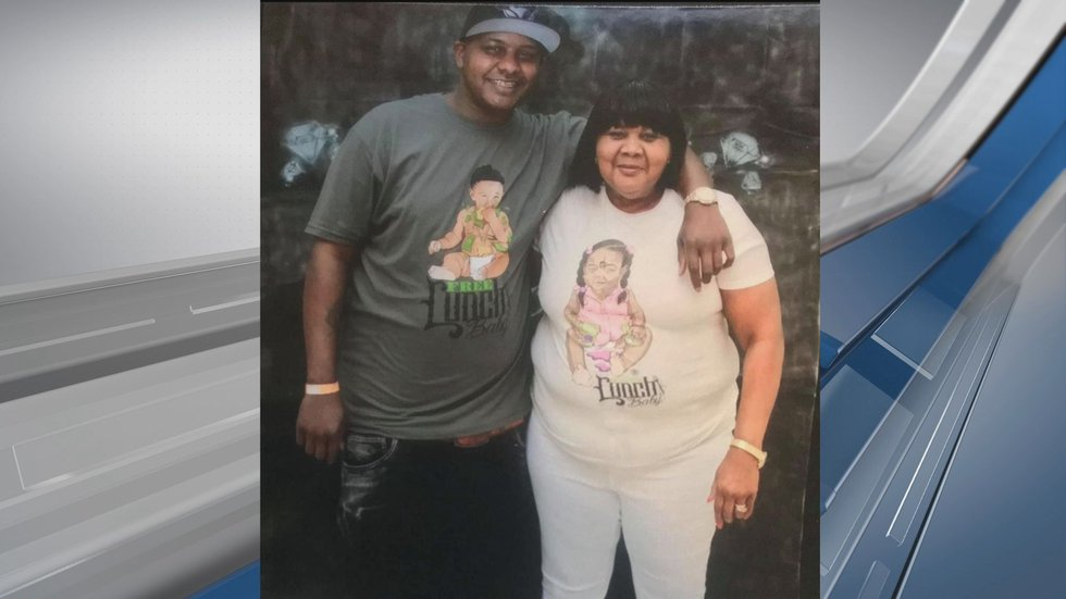 Kareem Smalls, left, and his mother, Lavania Smalls, right.