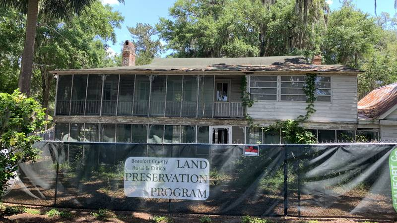 The Squire Pope Carriage House survived the 'Burning of Bluffton' in 1863 and now needs saving...