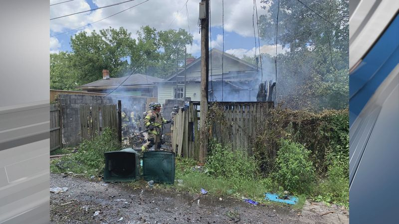 Savannah Fire respond to house fire on 41 Street.